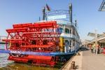 Raddampfer im Hamburger Hafen