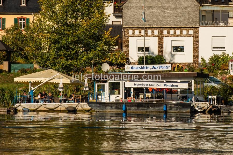 Gaststätte auf dem Fluss